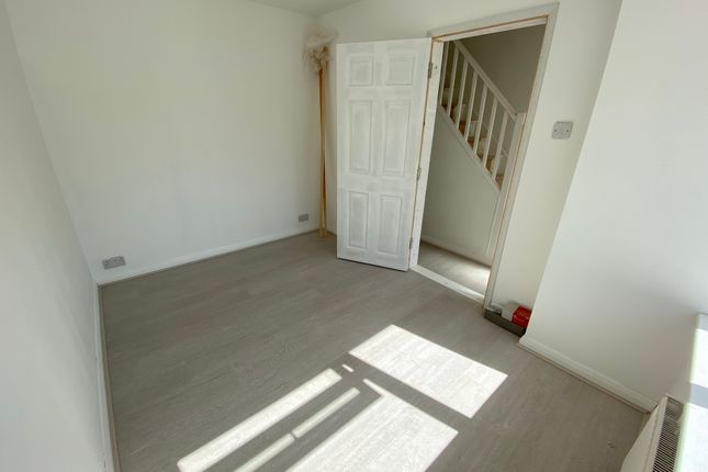 Studio to rent in Angola Road, Broadwater, Worthing BN14