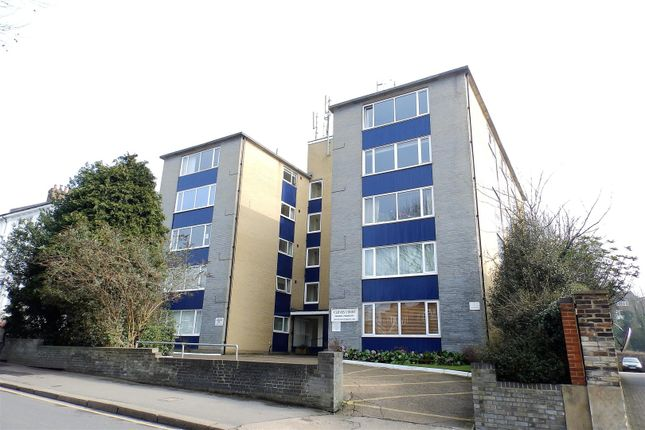 2 bed flat to rent in St. Marks Hill, Surbiton KT6