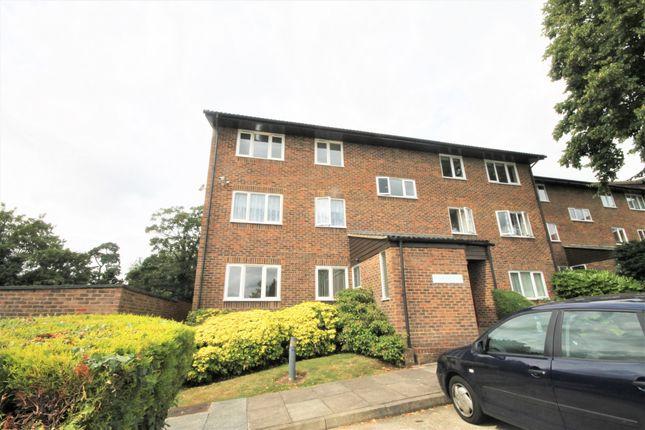 Thumbnail Flat to rent in Kingsleigh Walk, Bromley, Kent
