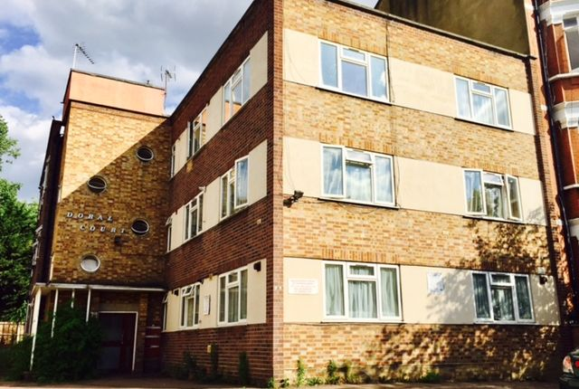 2 bed flat to rent in Chichele Road, London