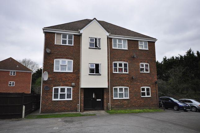 Flat to rent in Butteridges Close, Dagenham