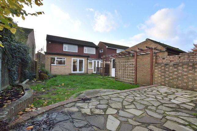 Thumbnail Detached house for sale in Bakehouse Road, Horley, Surrey