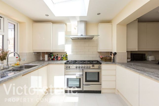 Thumbnail Terraced house to rent in Grand Walk, Mile End, London