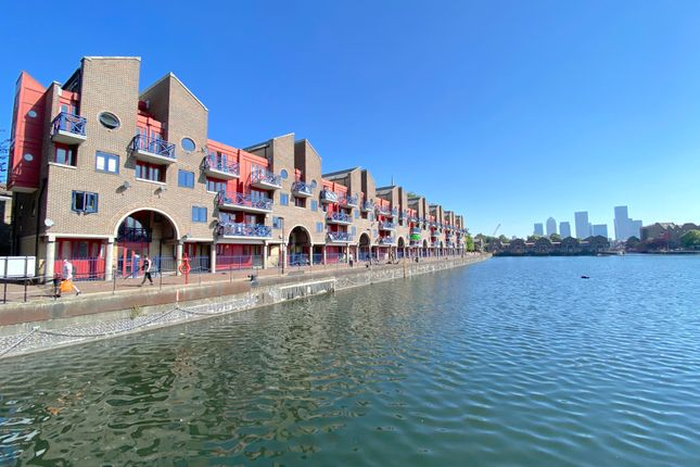 3 bed flat to rent in Newlands Quay, London E1W