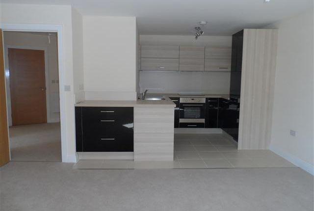 Thumbnail Flat to rent in Ashville Way, Wokingham