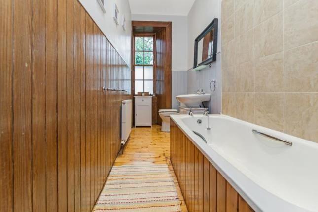 Bathroom of West Princes Street, Woodlands, Glasgow G4