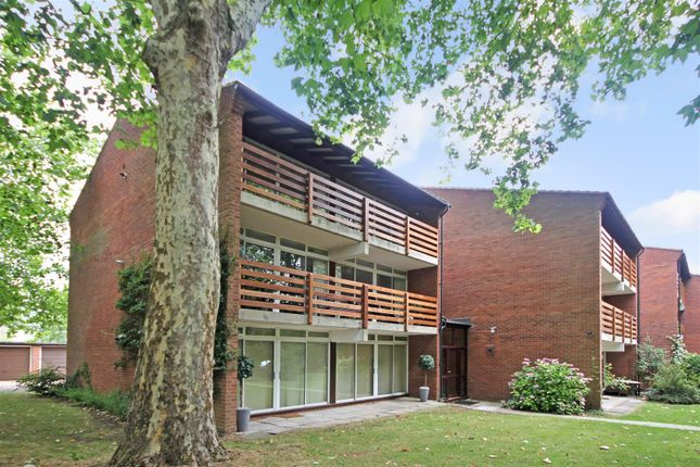 Thumbnail Flat to rent in Cavendish Avenue, Cambridge