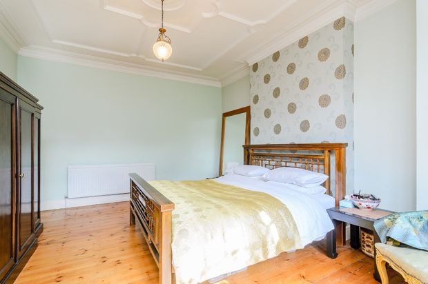 Thumbnail Flat for sale in Lakeside Road, London