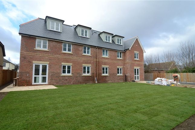 Thumbnail Flat for sale in Somerset Road, Farnborough, Hampshire