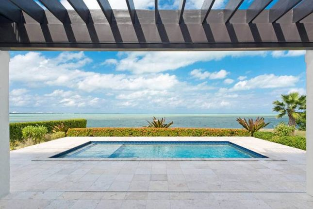 Thumbnail Property for sale in Waterfront Home - Must Sell!, 526 Bimini Drive, Grand Cayman, Cayman Islands
