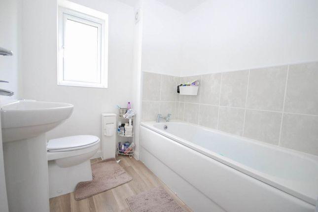 Bathroom of Ryder Court, Killingworth, Newcastle Upon Tyne NE12