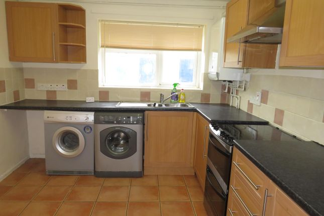 2 bed flat to rent in Wessex Road, Chippenham SN14