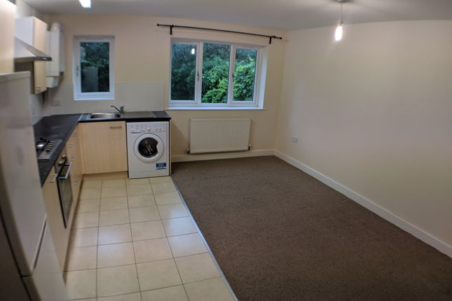 Thumbnail Flat to rent in 22 Redwood Croft, Kings Heath