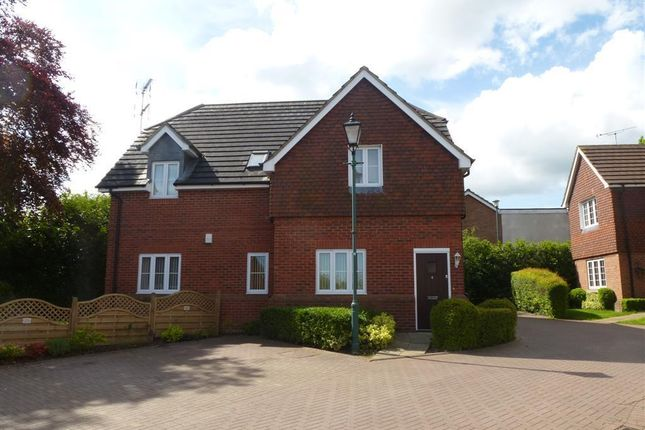 2 bed flat to rent in Brickyard Close, Balsall Common, Coventry CV7