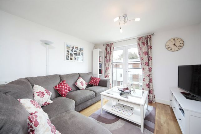 Thumbnail Flat to rent in Stane Grove, Clapham Road, Clapham, London
