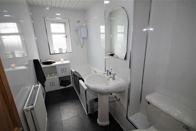 Bathroom of Glentore Quadrant, Airdrie ML6