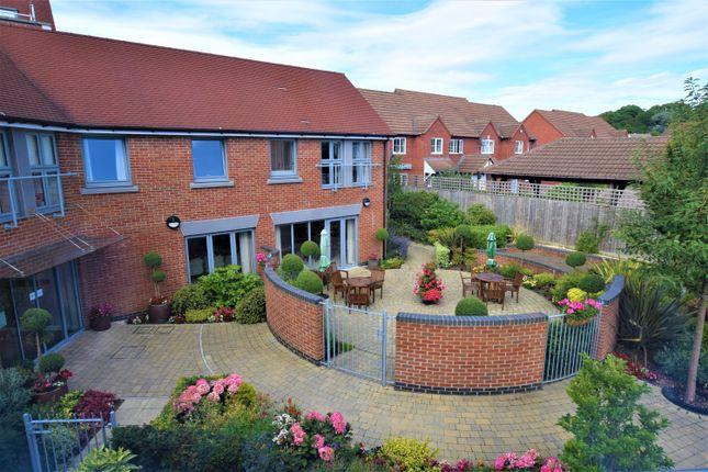 Thumbnail Flat to rent in Lady Lane, Blunsdon, Swindon