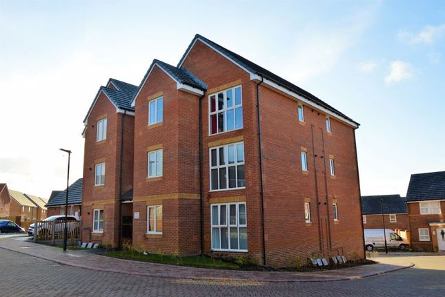 Thumbnail Flat for sale in Chinchen Close, East Cowes