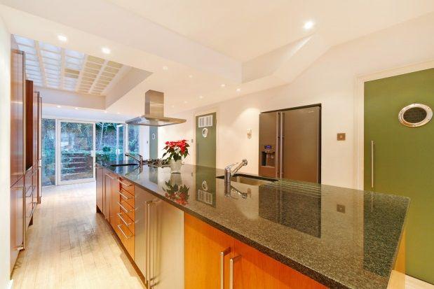 Thumbnail Property to rent in Langton Street, London