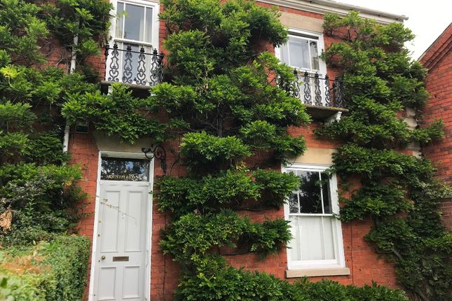 Thumbnail Town house to rent in 4 Barrowby Road, Grantham