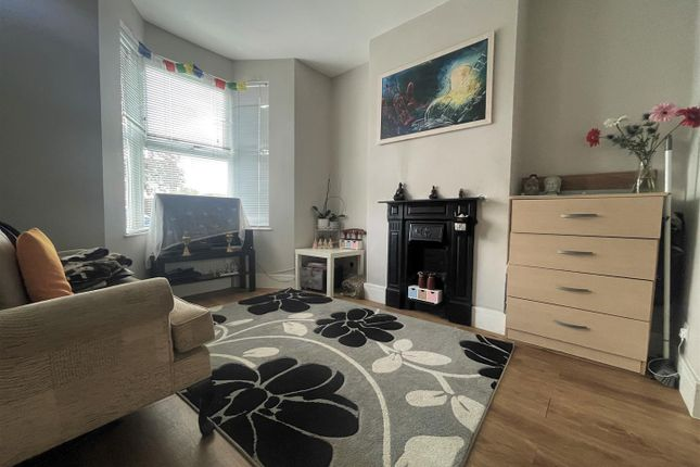 2 bed terraced house to rent in Hartville Road, London SE18