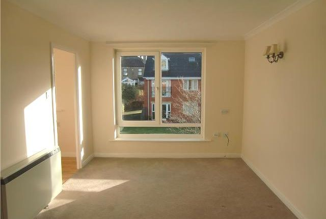 Thumbnail Flat to rent in Red Dale, Dale Avenue, Heswall On The Wirral, Cheshire