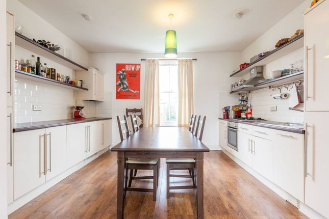 Thumbnail Flat to rent in Wiltshire Road, Brixton, London