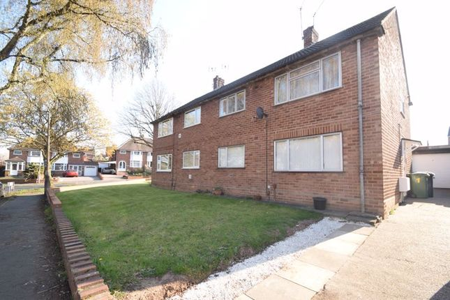 2 bed flat to rent in Harport Road, Redditch B98