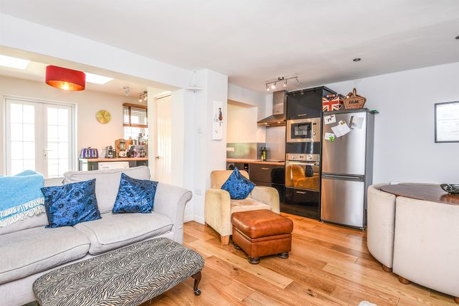 Thumbnail End terrace house for sale in College Gardens, London