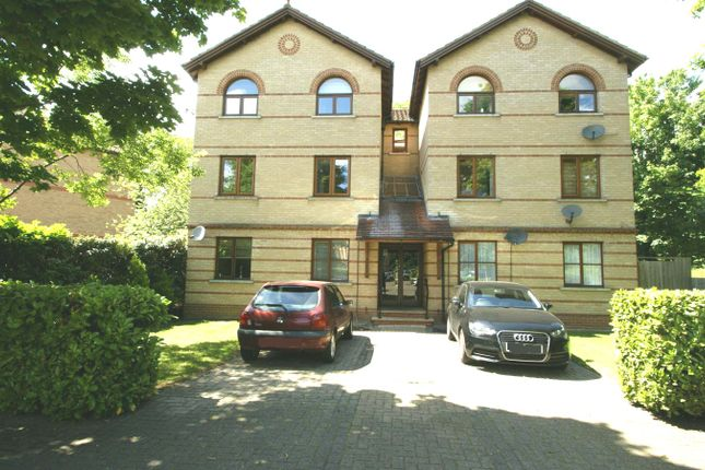 1 bed flat to rent in Rushdon Court, Rushdon Close, Romford RM1