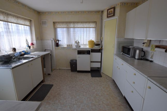 2 bed bungalow for sale in The Linkway, Westham