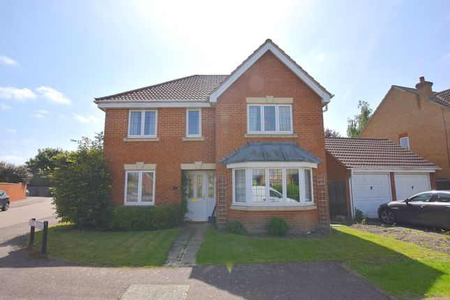 Thumbnail Detached house for sale in Weavers Orchard, Arlesey