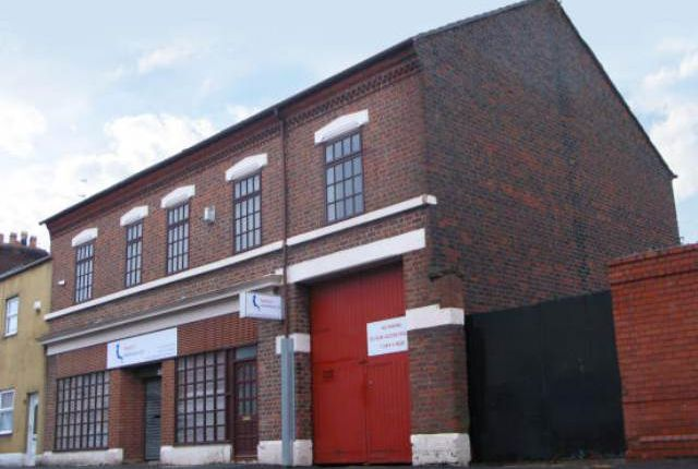 Commercial property to let in Albert Road, Widnes, Cheshire