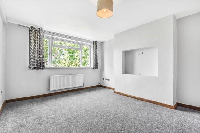 2 bed flat to rent in Park Road, Hampton Wick KT1