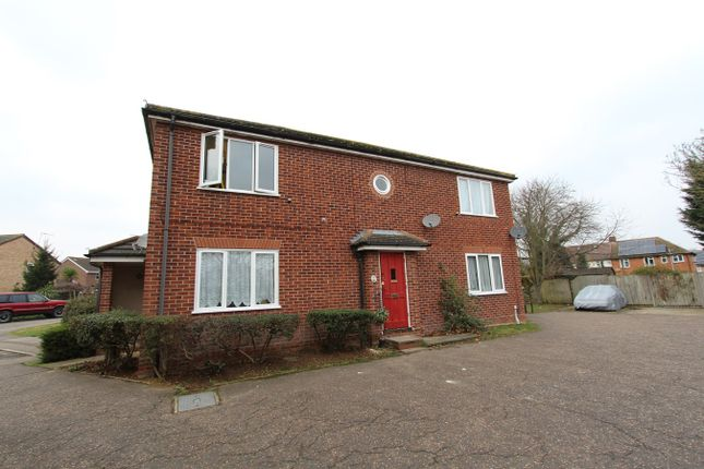 Thumbnail Flat for sale in Avignon Close, Colchester