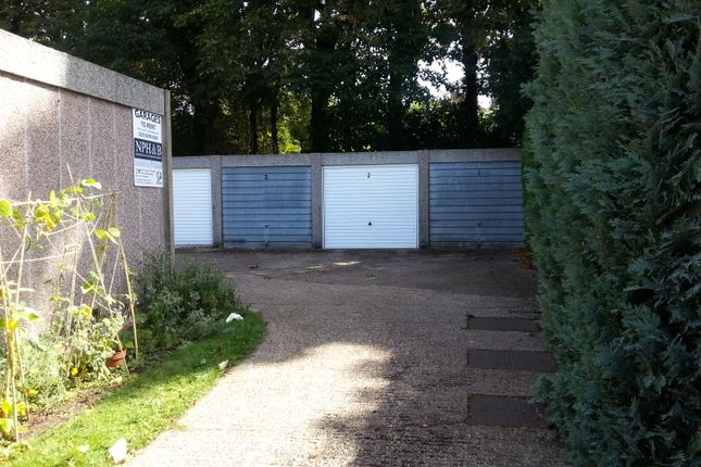 Parking/garage to let in Lovelace Gardens, Surbiton