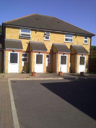 Thumbnail Maisonette to rent in Flat D, Hounslow Road, Hounslow