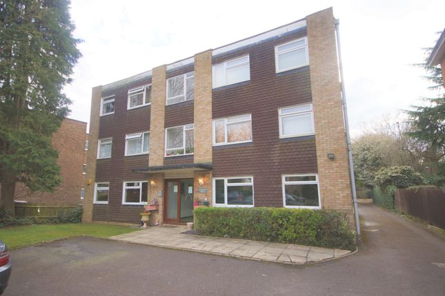 2 bed flat to rent in The Avenue, Hatch End, Pinner HA5