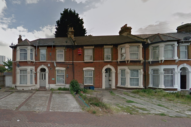 Thumbnail Flat to rent in Woodland Avenue, Ilford
