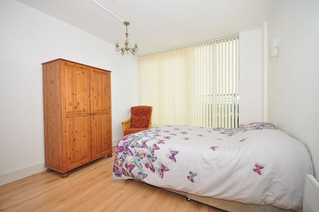 Room to rent in The Canalside, Gunwharf Quays, Portsmouth