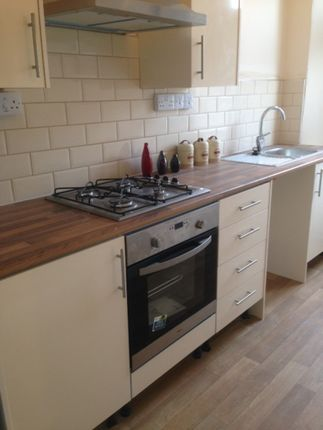 2 bed flat to rent in Rosehill, Swansea