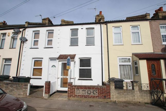 3 bed terraced house to rent in Carlisle Road, Dartford