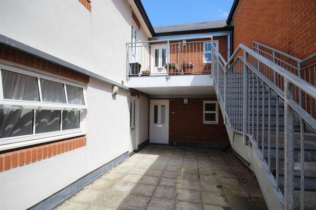 Thumbnail Flat to rent in Limborough Road, Wantage