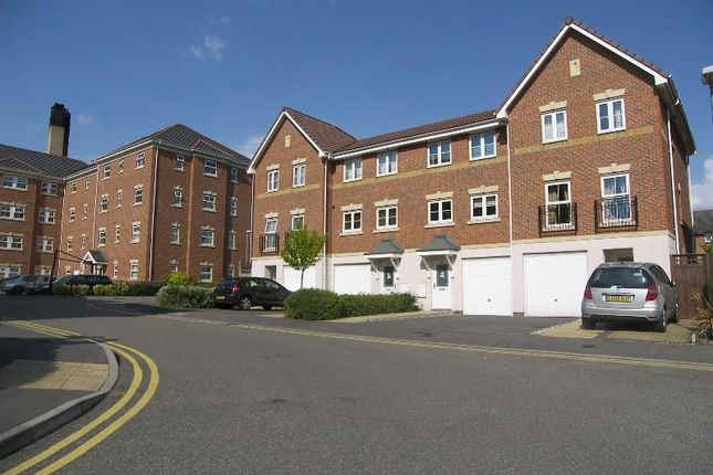 Town house to rent in Crispin Way, Hillingdon