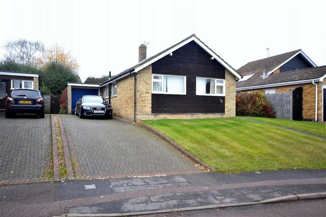 Thumbnail Bungalow for sale in Dundale Road, Tring, Hertfordshire