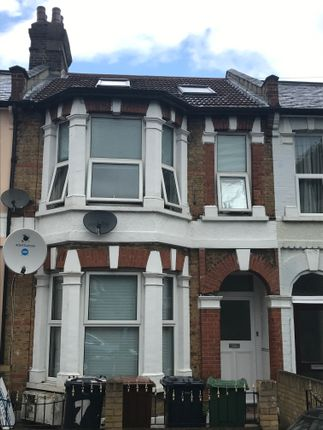 3 bed flat to rent in Belgrave Road, Leyton