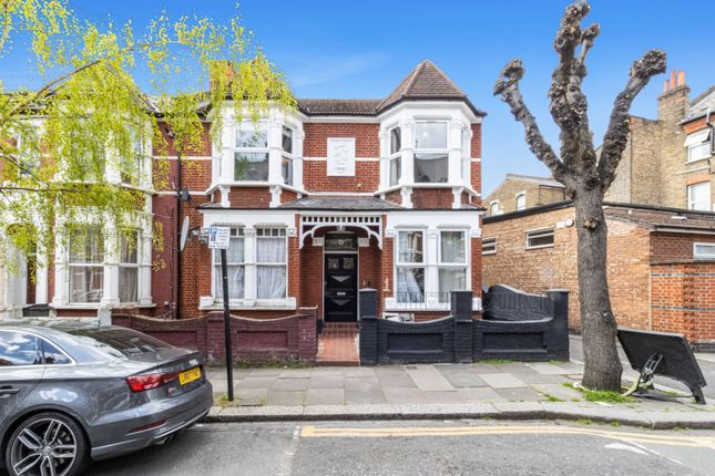 3 bed flat for sale in Abbotsford Avenue, London N15