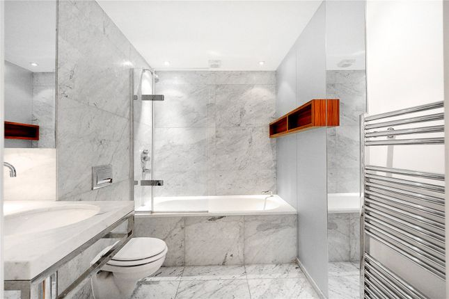 Bathroom of Ontario Tower, Fairmont Avenue, London E14
