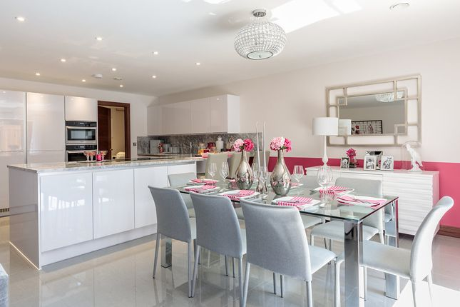 Thumbnail Town house for sale in Bishops Road, Highgate
