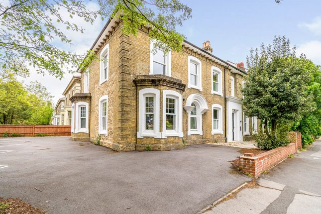 Flat for sale in The Avenue, Southampton